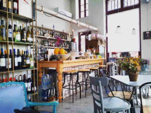 tortuga_art_cafe_wine_bar