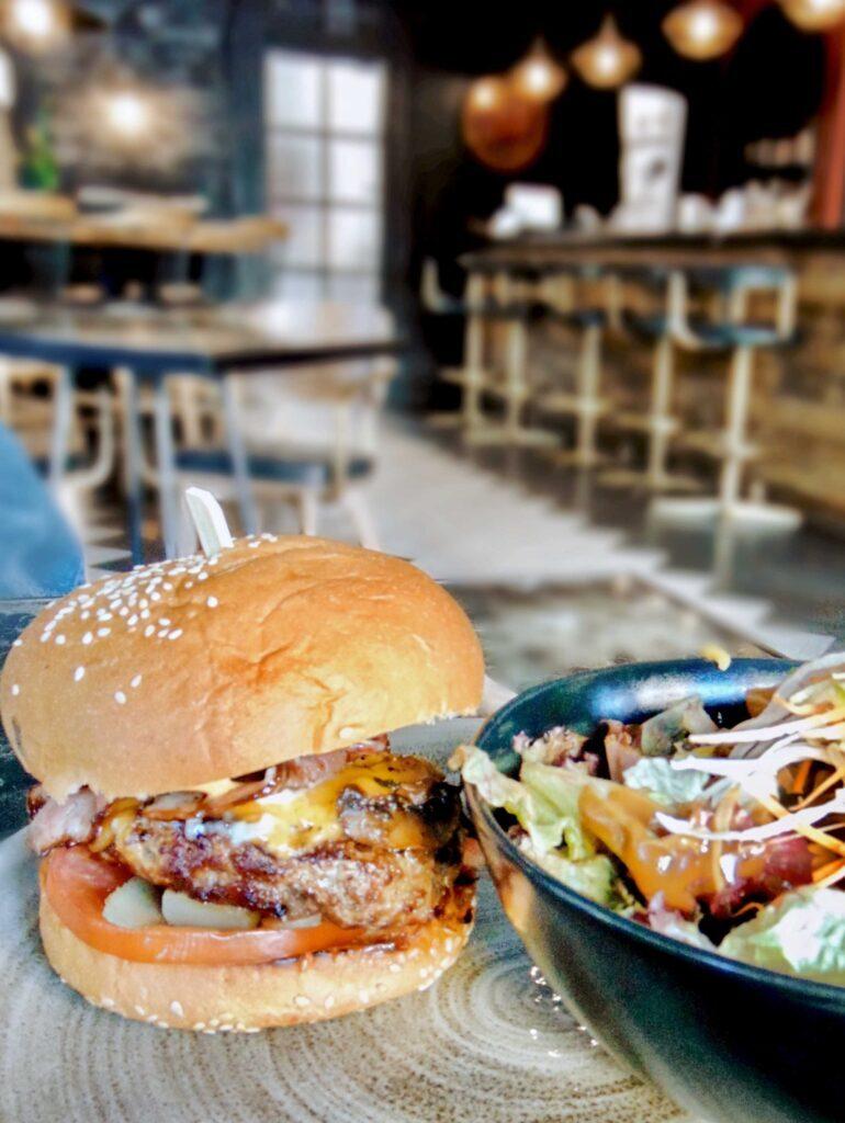 henhouse-burgers-cholargos