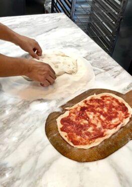 Gogo: Ιταλικά κοκτέιλ και πίτσα στο χέρι!